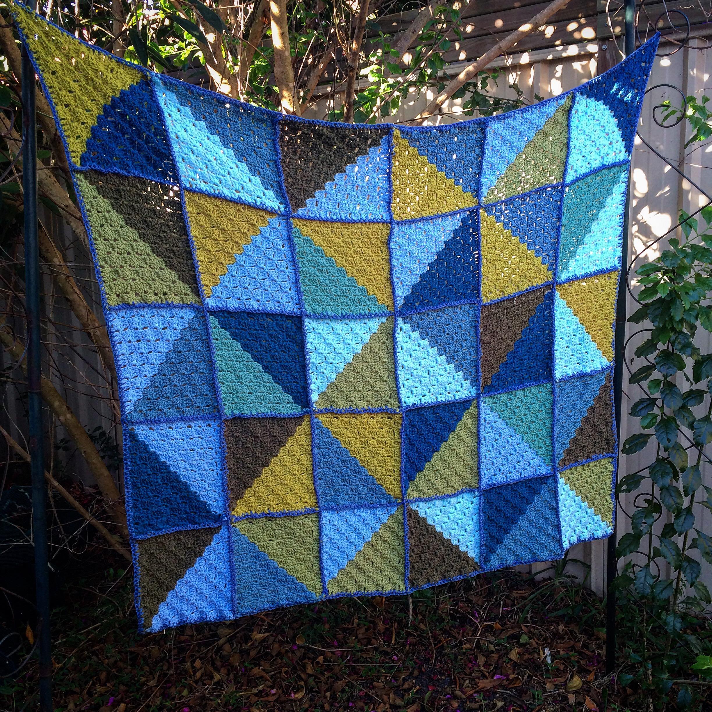 Finished: Blue Corner to Corner Kaleidoscope Blanket | That Girl Who ...